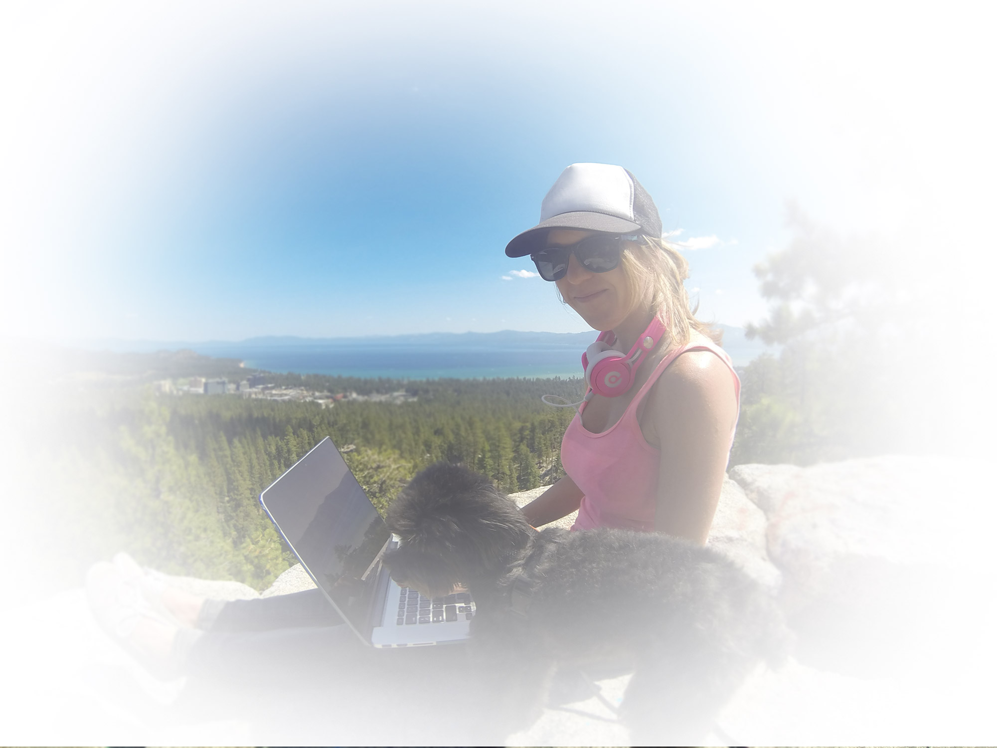melissa-monte-professional-woman-marketer-girl-tripping-CEO-GIRL-BOSS-in-TAHOE-working-on-the-go-fade-to-white-2000x1500-v2
