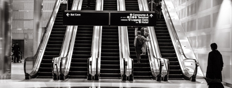 Secret on-the-go airport travel hacks from real airport workers